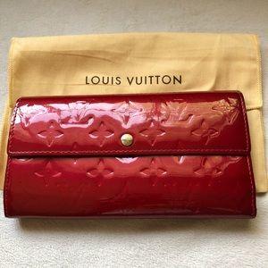 Louis Vuitton Red Vernis Monogram Sarah Wallet